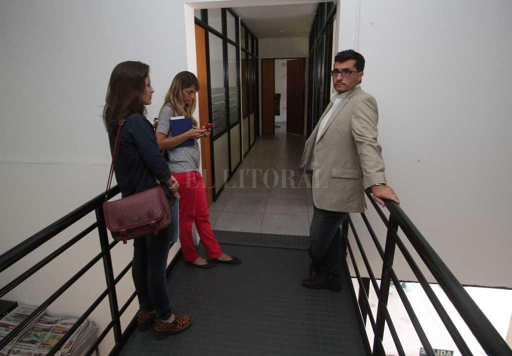 Para la fiscalía, la causa por estafas con tarjetas es la principal hipótesis  - El fiscal Rodríguez se presentó espontáneamente en la redacción de El Litoral apenas tomó conocimiento del episodio. -