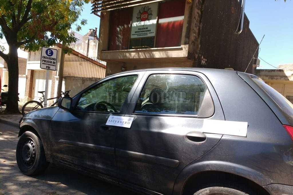 Con moto y auto robados - En poder de los malvivientes los pesquisas hallaron un Suzuki Fun, vehículo que también había sido robado. -