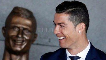 Le hicieron un busto a Cristiano Ronaldo y explotaron las redes