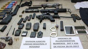 Secuestran un arsenal e incautan estupefacientes en Rosario -  -