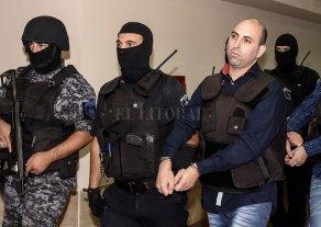 Los tres absueltos seguirán presos