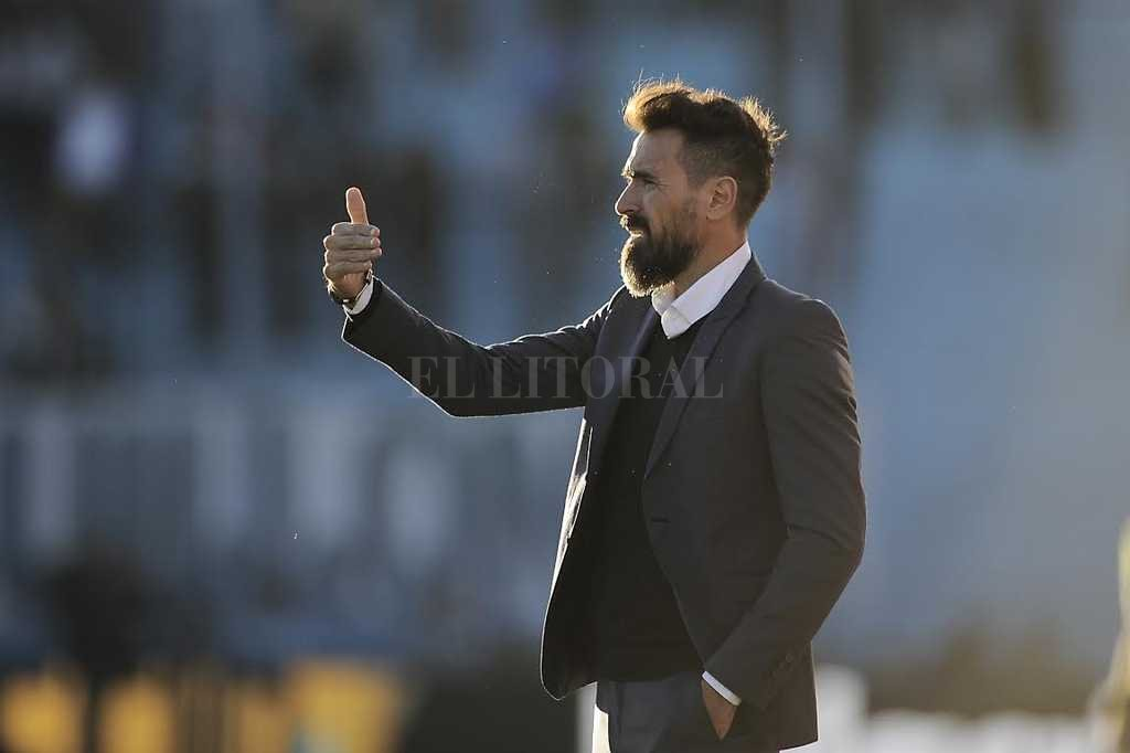 "Eduardo Domínguez, con un par de retoques casi ""obligados"" para aportarle calidad y gol al equipo. <strong>Foto:</strong> Matías Nápoli"