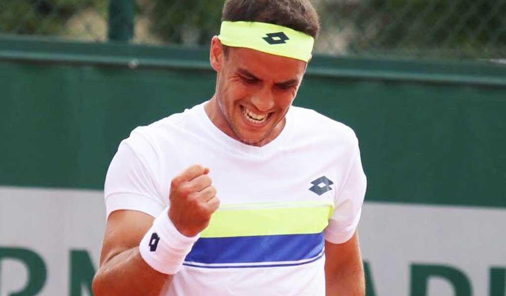 Kicker sale a la cancha en Roland Garros