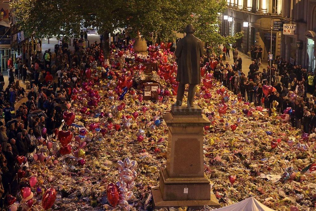 Manchester homenajea a las víctimas del atentado. Crédito: DPA