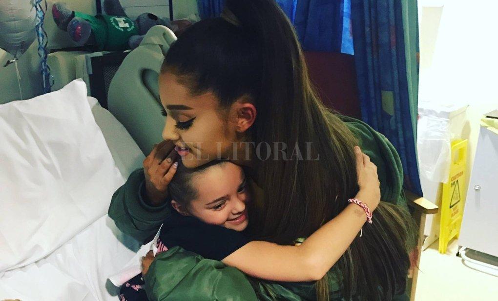 Ariana Grandes canta en Manchester en honor de las víctimas del terrorismo