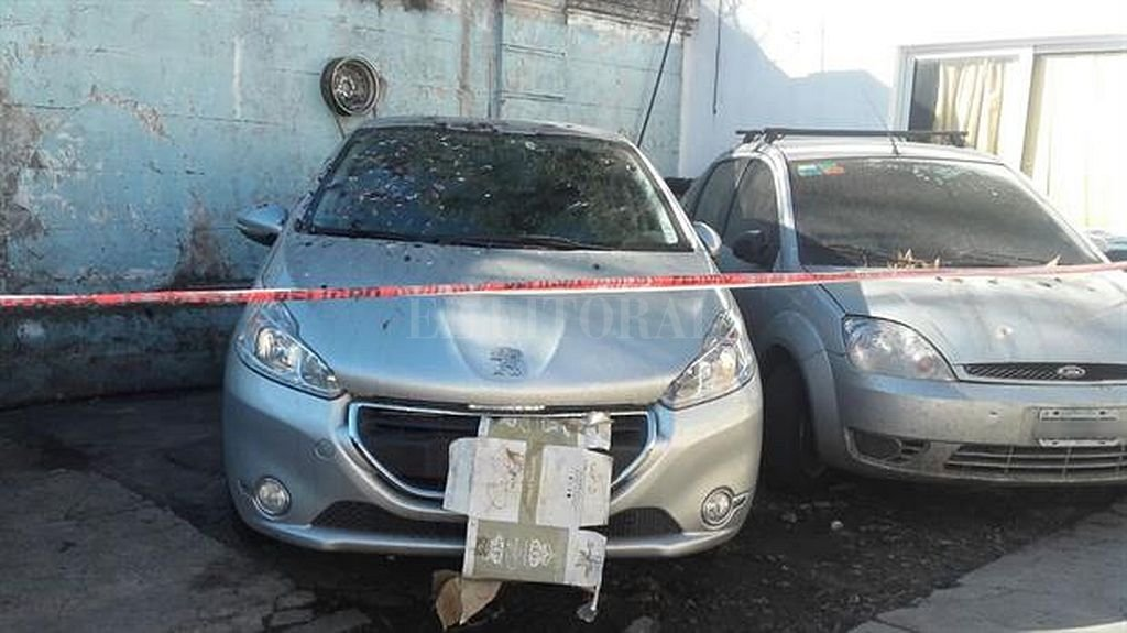 Macabro hallazgo en el baúl de un automóvil robado — Horror