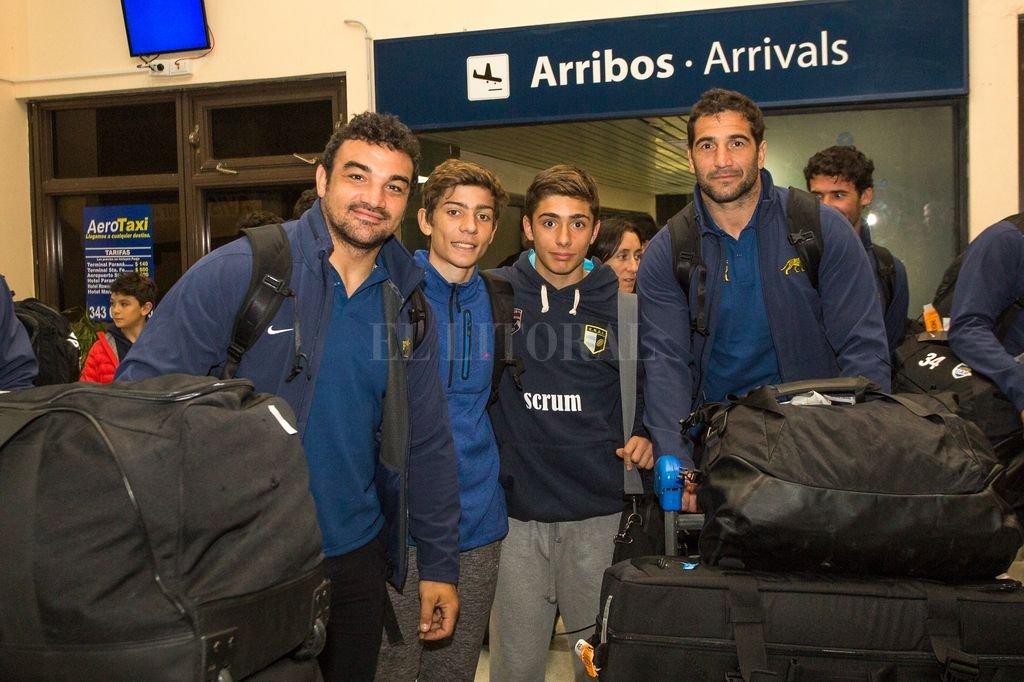 El capitán, Agustín Creevy, al ingresar al aeropuerto de la ciudad de Paraná. Gentileza Franco Perego/Santa Fe Producciones
