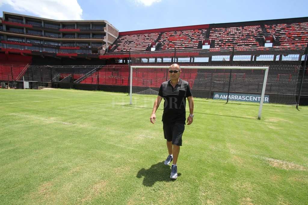 Eddie Jones, head coach de Inglaterra, en el estadio de Colón, durante su reciente visita a Santa Fe. <strong>Foto:</strong> Guillermo Di Salvatore