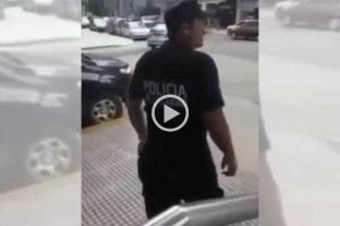 """Un policía discutió con un trapito: """"No van a cobrar un mango más"""""""
