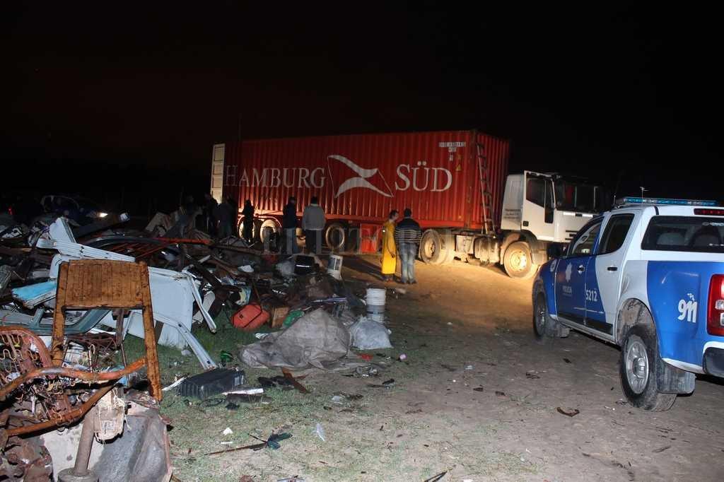 El camión cargado con drogas fue hallado en un basural. Crédito: El Litoral