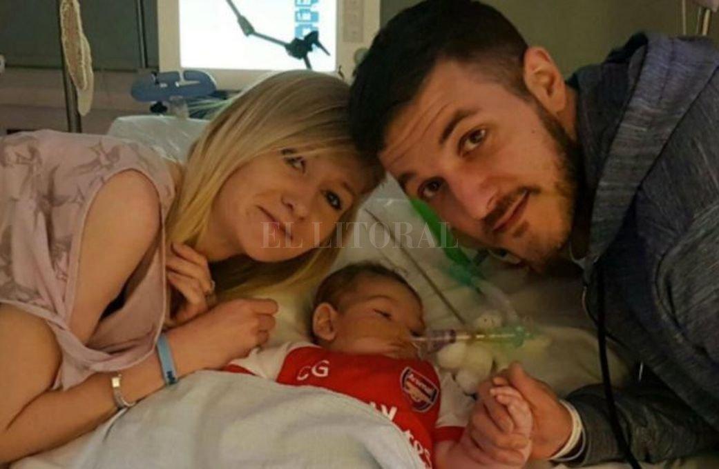 Trump ofrece ayuda a padres de bebé británico gravemente enfermo