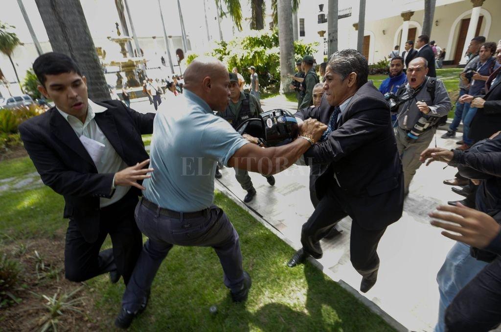 Presidente Maduro no se rendirá — Vicepdte El Aissami