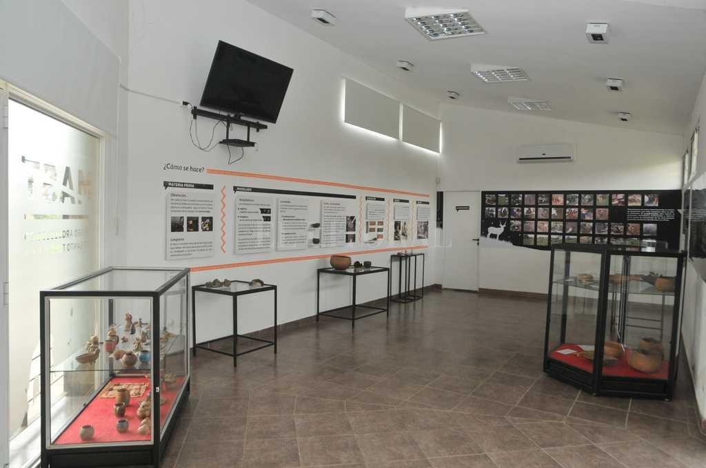 Vista interior. En el MAST están expuestos una gran cantidad de elementos encontrados en el sitio arqueológico santotomesino.  Luis Cetraro