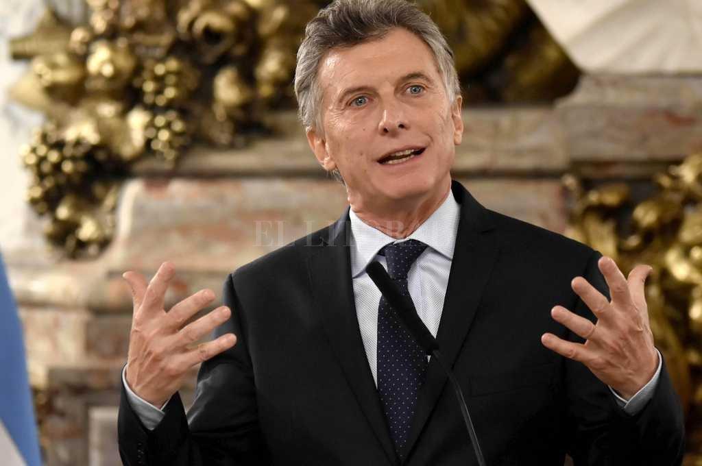 Macri puso en funciones a los nuevos ministros de Defensa y Educación