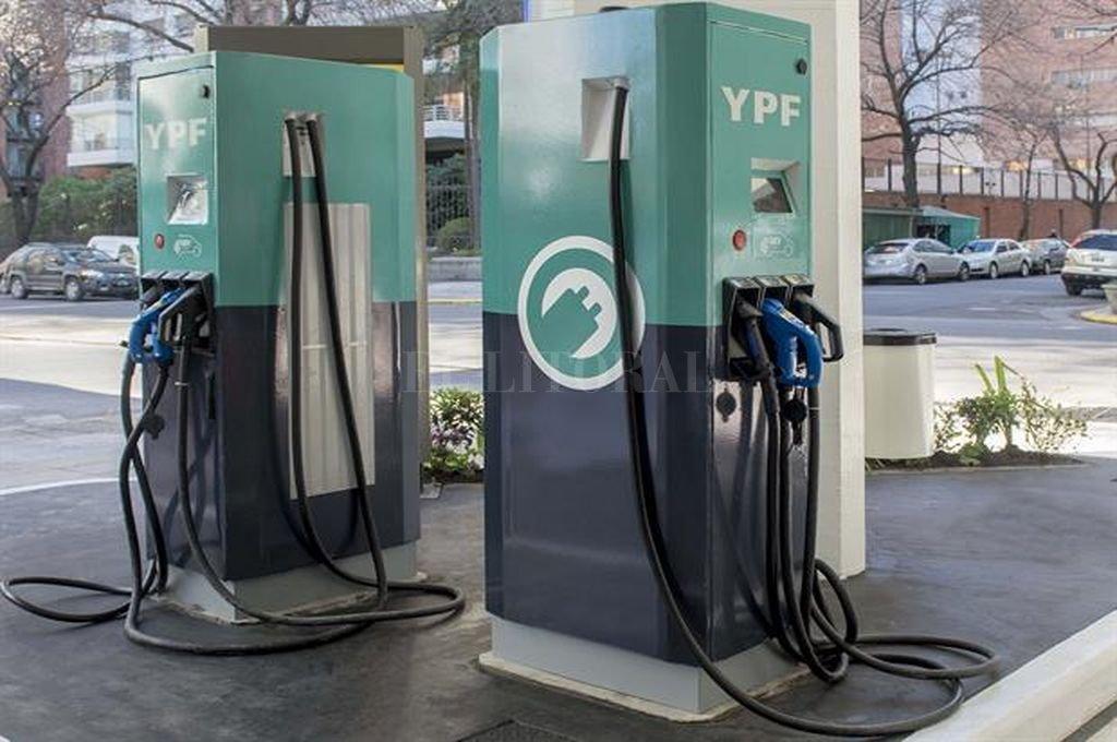 Instalan los primeros cargadores para autos eléctricos en Argentina