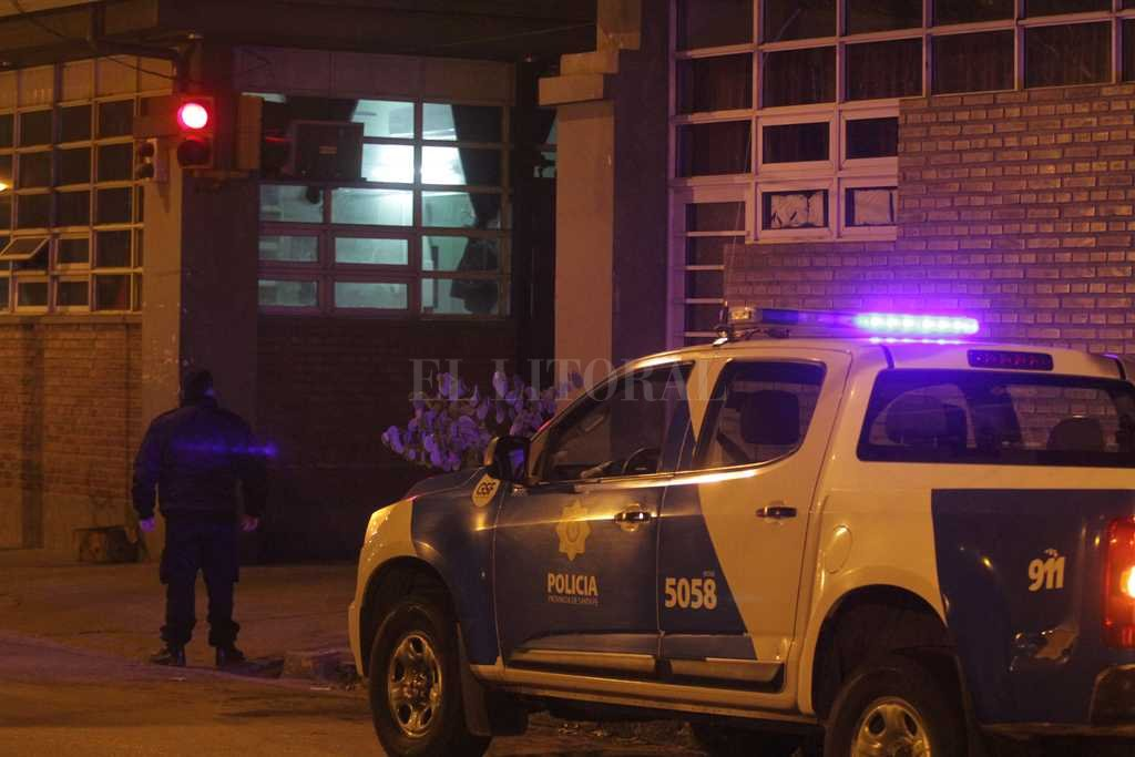 El joven baleado ingresó al hospital Cullen en condición crítica y poco después se produjo su deceso.  Crédito: Archivo El Litoral