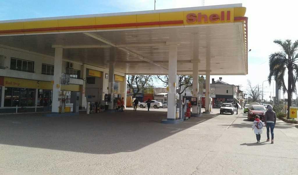 La estación de servicios ubicada en A. del Valle al 9000, en el barrio La Esmeralda. Crédito: Danilo Chiapello