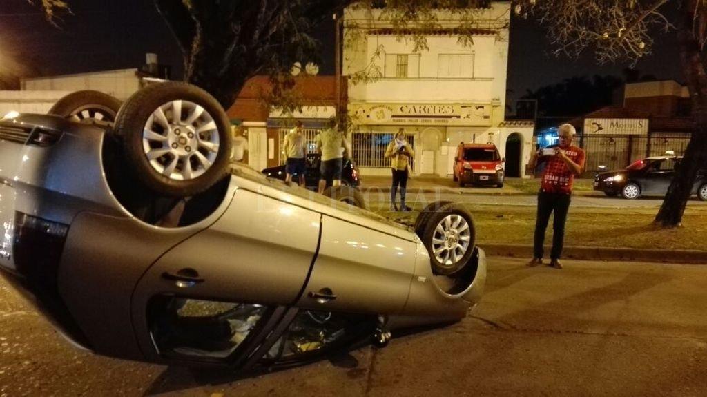 Las imágenes del vehículo volcado son impactantes, sin embargo, afortunadamente, no hubo heridos. Gentileza Eduardo Seval
