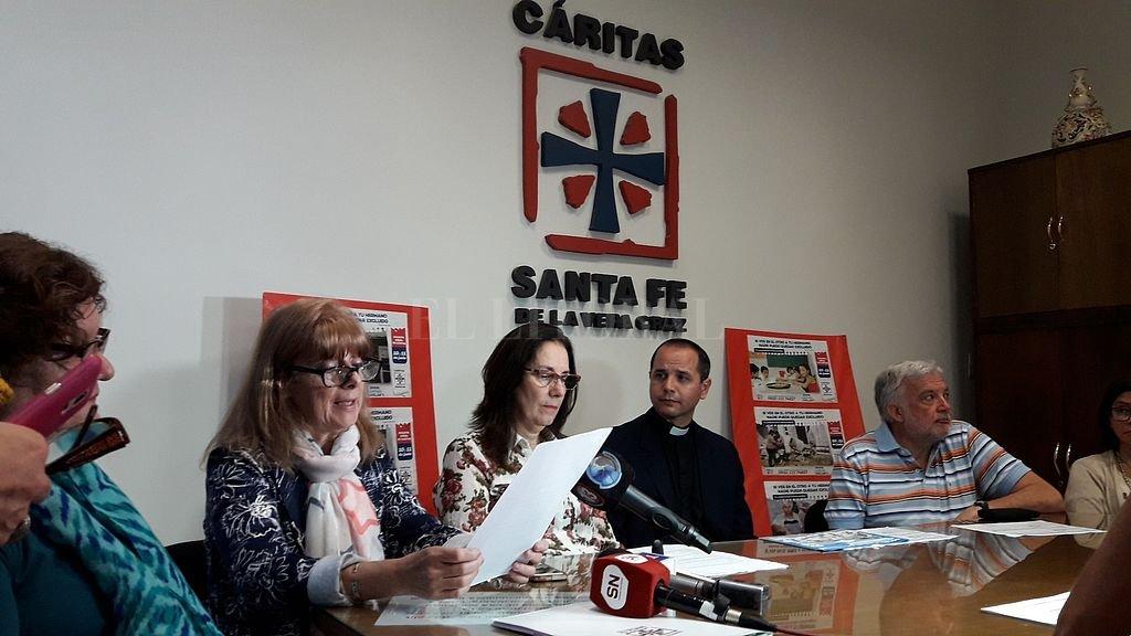 Nilda Droz, Graciela Godina, Luis Horacio Suárez y Hugo Moretti compartieron los datos de la colecta anual, en la sede de Cáritas. <strong>Foto:</strong> Guillermo Di Salvatore