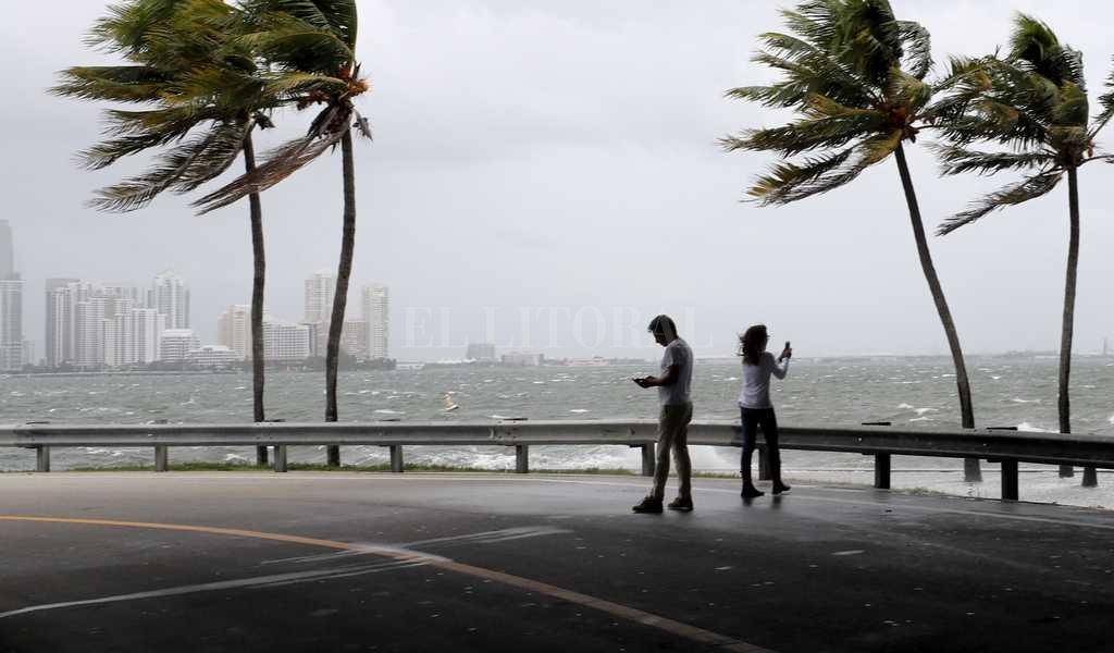 El domingo el huracán golpeó a Miami Crédito: Agencia DPA