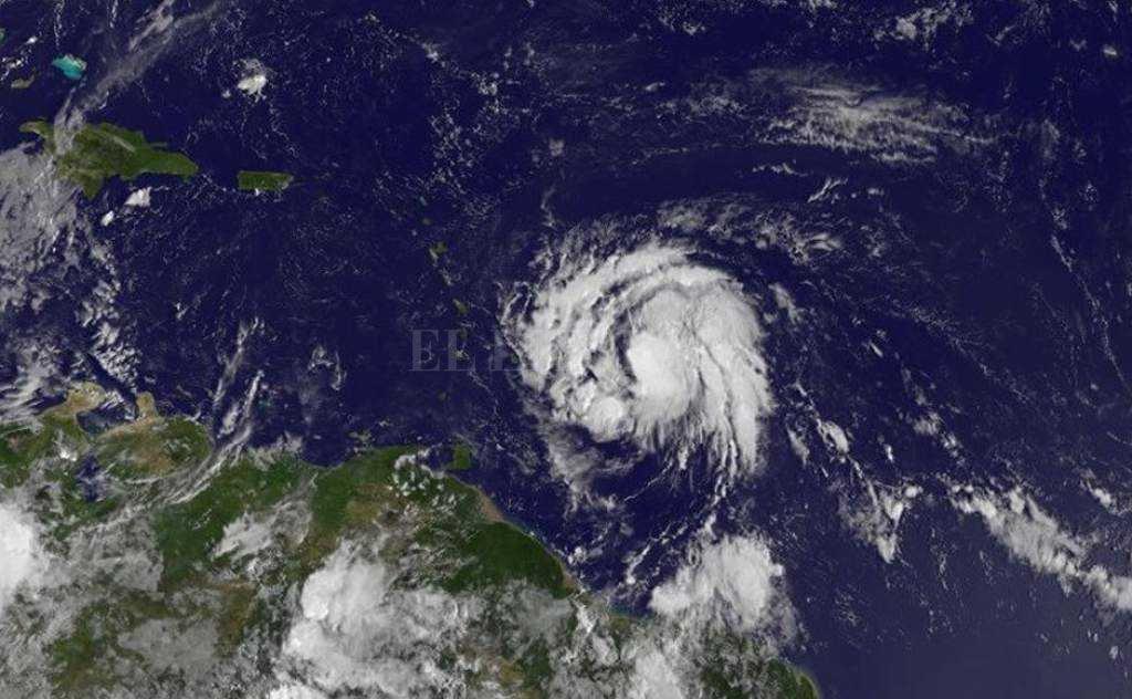 María se convierte en huracán de categoría 1