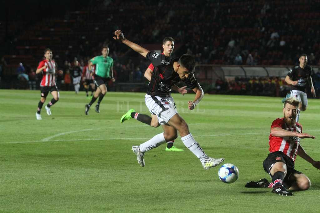Colón venció a Defensa y sigue invicto
