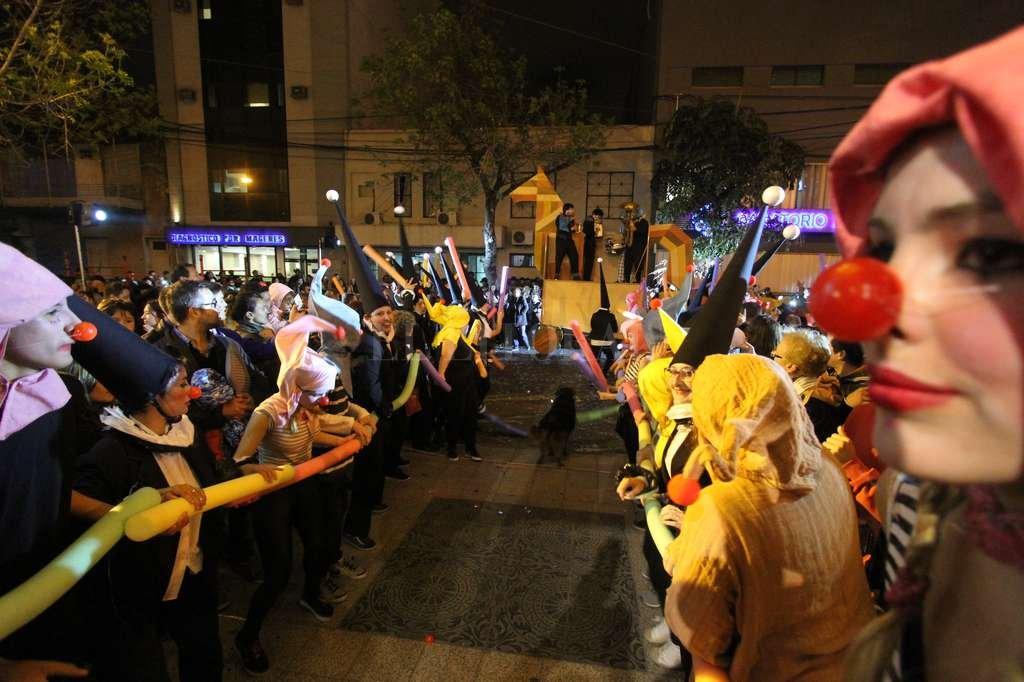 Más de 50 artistas brindaron una sorpresa inolvidable al público santafesino. Manuel Fabatía