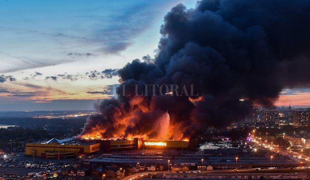 Un incendio dejó al menos tres mil evacuados en Moscú <strong>Foto:</strong> Télam