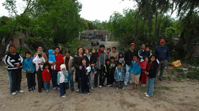 Son 28 las familias que habitan en terrenos privados del norte de la ciudad, 73 de sus integrantes son niños. Crédito: Néstor Gallegos