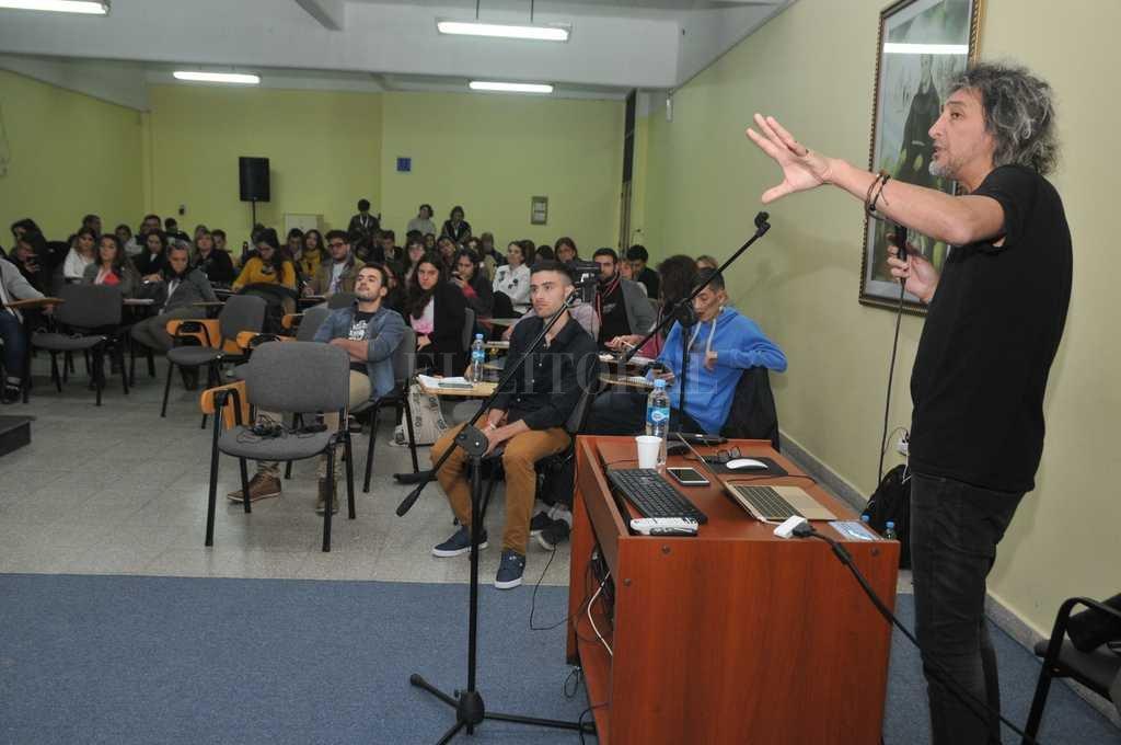 Periodistas y comunicadores locales, nacionales e internacionales se sumaron a la propuesta. En la imagen, GAby Menta. Crédito: Luis Cetraro