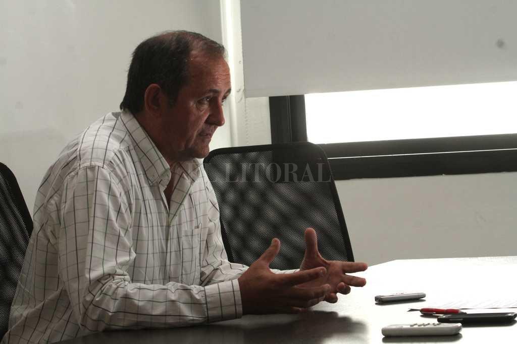 Maestro. Colombo es contador público y profesor en una escuela de enseñanza media y en un terciario de su ciudad. <strong>Foto:</strong> Mauricio Garín