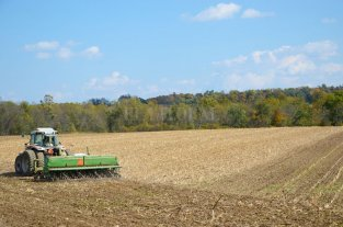 Tras tres días de sol, hubo movimiento de sembradoras y cosechadoras