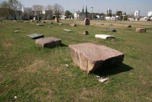 El misterio de las piedras que quedaron olvidadas en un baldío