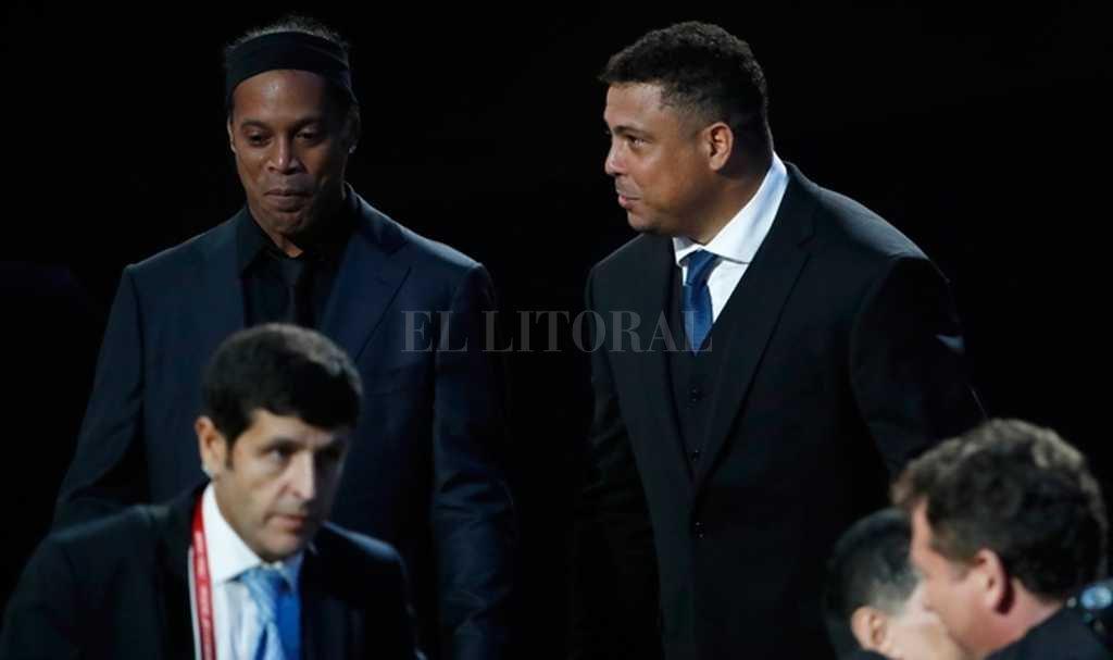 Ronaldo y Ronaldihno, ídolos de Brasil en el sorteo <strong>Foto:</strong> Internet