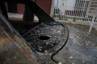 Incendiaron un auto en barrio San Lorenzo
