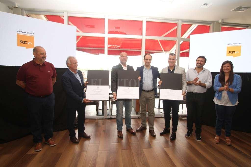 El intendente otorgó una distinción especial en reconocimiento al grupo humorístico que, desde 1983, realizó diversas puestas que divirtieron al público de varios países.  Guillermo Di Salvatore