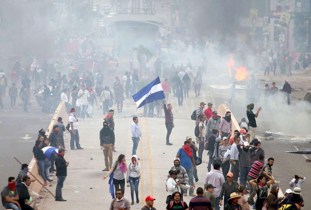 Represión a la oposición por protestas de fraude electoral. Crédito: Internet