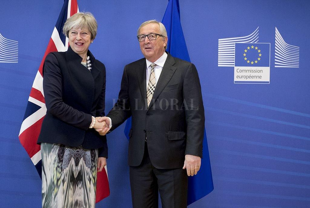 El presidente de la Comisión Europea, Jean Claude Juncker, y la primera ministra británica, Theresa May, reunidos en Bruselas. <strong>Foto:</strong> DPA