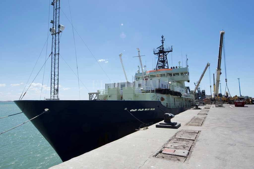 Uno de los buques de la marina de Estados Unidos que participa en la búsqueda del ARA San Juan <strong>Foto:</strong> Agencia EFE