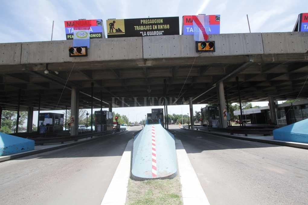 Carteles LED. Informan lo que pasa dentro y fuera del viaducto, como en los accesos a Santa Fe y Paraná. <strong>Foto:</strong> Mauricio Garin