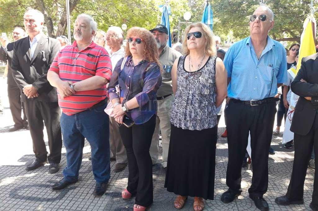 La familia del tripulante santafesino estuvo presente en el acto en Plaza del Soldado Crédito: Mauricio Garín