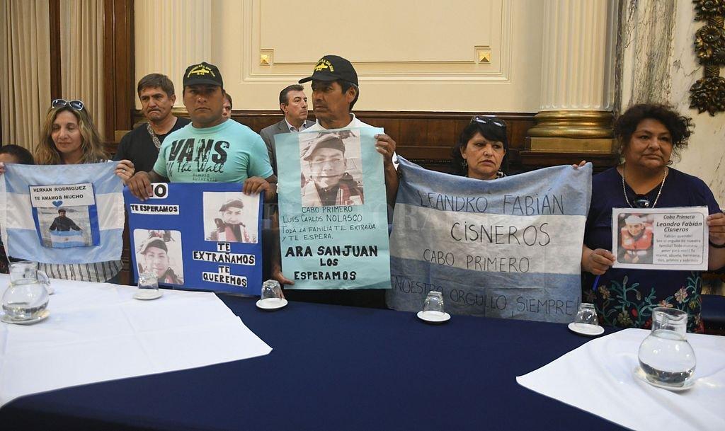 Familiares de los 44 tripulantes realizaron un reclamo en el Congreso de la Nación. <strong>Foto:</strong> DPA