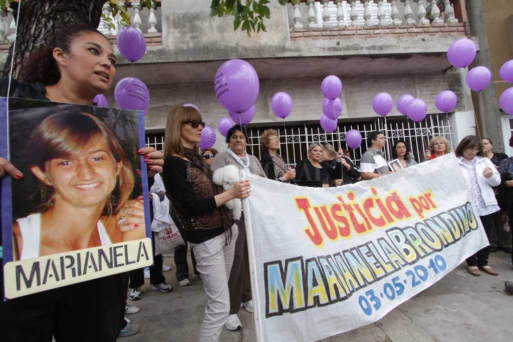 Marianela fue atacada el 28 de abril de 2010, cuando regresaba de trabajar. Desde entonces cada año se la recuerda con marchas y sueltas de globos. <strong>Foto:</strong> Archivo El Litoral / Manuel Fabatía