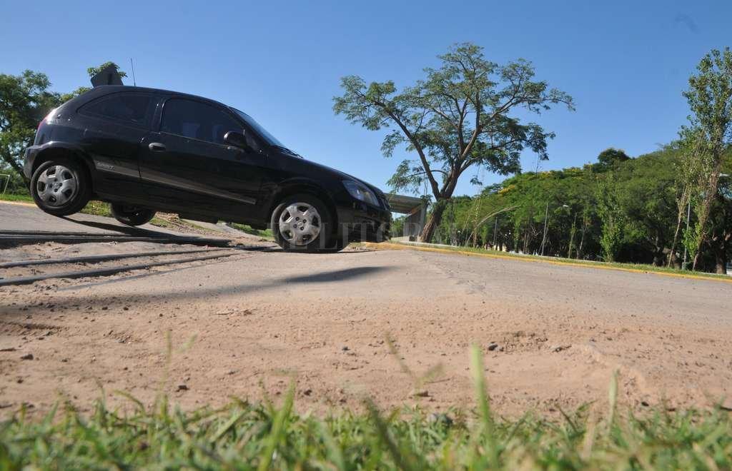 Despacito. Como dice la canción, hay que cruzar a poca velocidad para no dejar parte del auto en el parque. Crédito: Flavio Raina