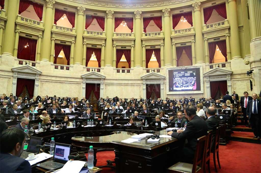 La aprobación de la ley en Diputados se dio tras un intenso debate en el recinto y una jornada de protestas e incidentes en las afueras del Congreso Crédito: Twitter Cámara de Diputados