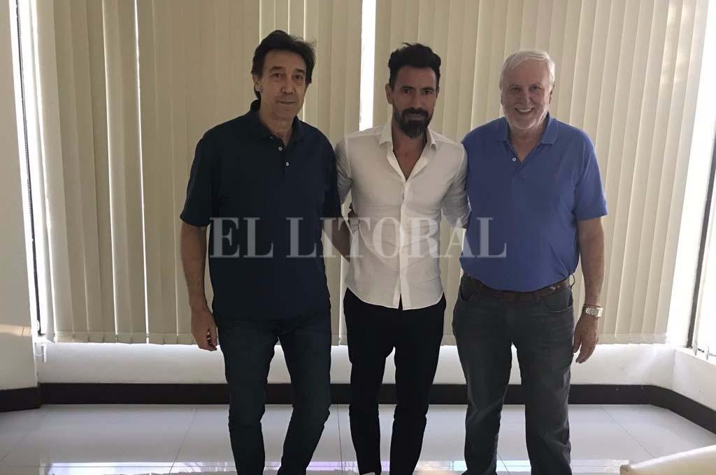 Domínguez, Darrás y Vignatti, tras el encuentro que le puso fin a las idas y vueltas. Crédito: Gentileza.