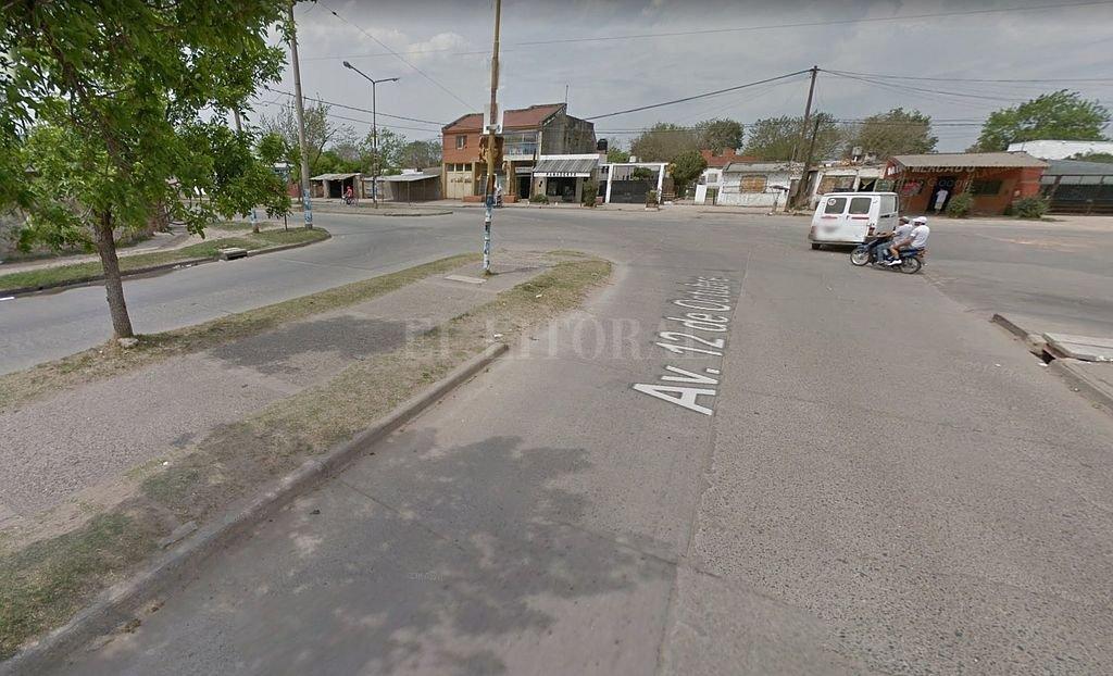 Intersección de las calles Hugo Wast y Avenida 12 de Octubre, en el extremo noroeste de la ciudad, zona donde se produjo la agresión al menor. <strong>Foto:</strong> Captura digital Google Maps Street View