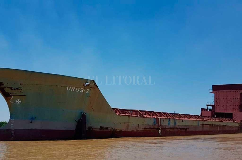 Resultado de imagen para Un barco fantasma navegó 58 kilómetros por el Río Paraná