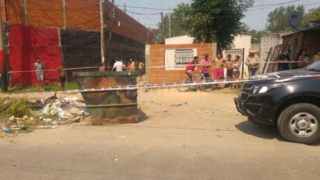 Contenedor de basura donde fue calcinado el cadáver de la mujer de 23 años. Crédito: Rosario3.com