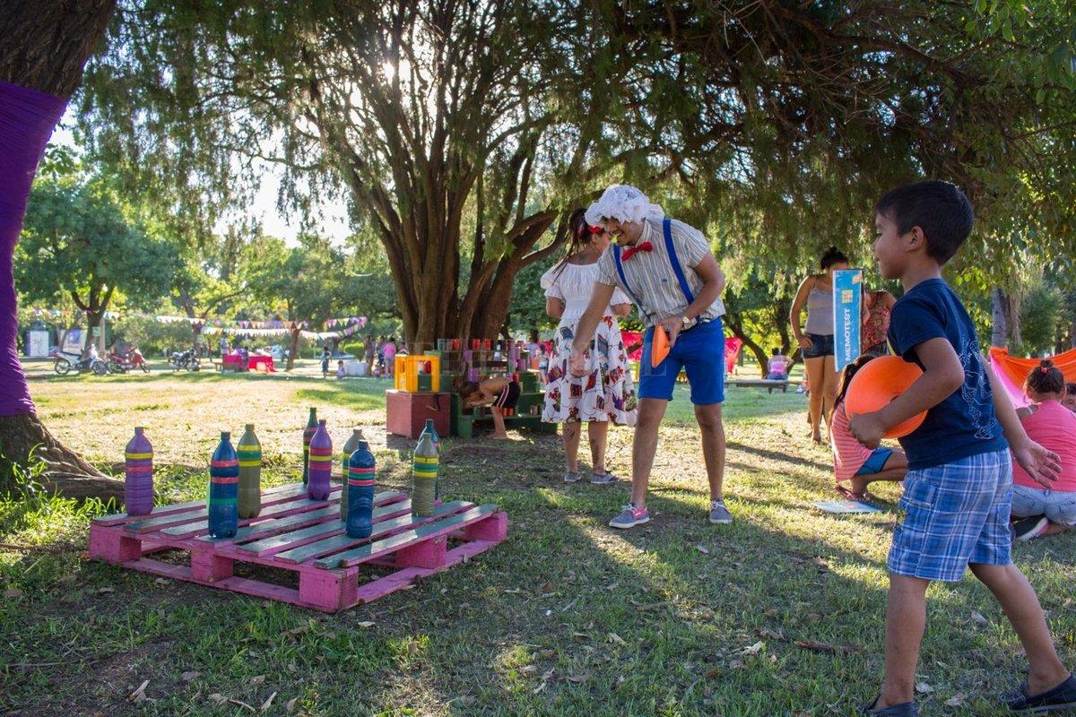 La Kermesse municipal, un clásico para las chicas y chicos en las tardes de verano, invitará esta temporada a jugar al aire libre los domingos a partir de las 17. Crédito: Gentileza Municipalidad de Santa Fe